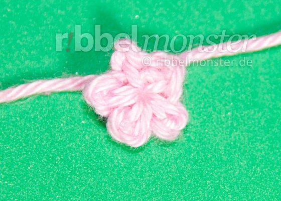 Crochet Flowers – Crochet Tiniest Blossom