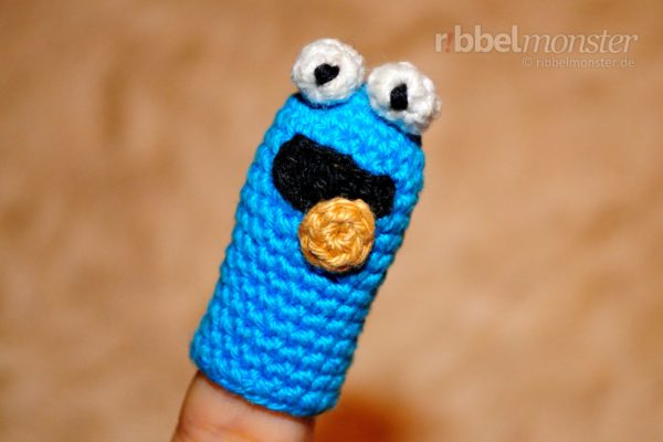 "Amigurumi – Crochet ""Cookie Monster"" Finger Puppet"