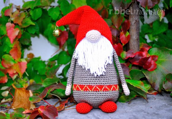 "Amigurumi – Crochet Christmas Gnome ""Samtan Salaputius"""
